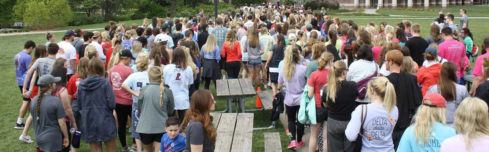 Crowd of 600 begins the April 17 Out of the Darkness Campus Walk.
