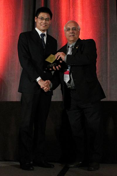 Bin Yang (left) receives a Gold Award from Orlando Auciello, president of the Materials Research Society.