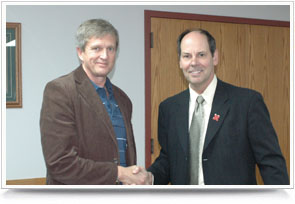 Dr. Hendrik Viljoen receiving the Willa Cather Professor of Chemical & Biomolecular Engineering from Dr. David Allen.