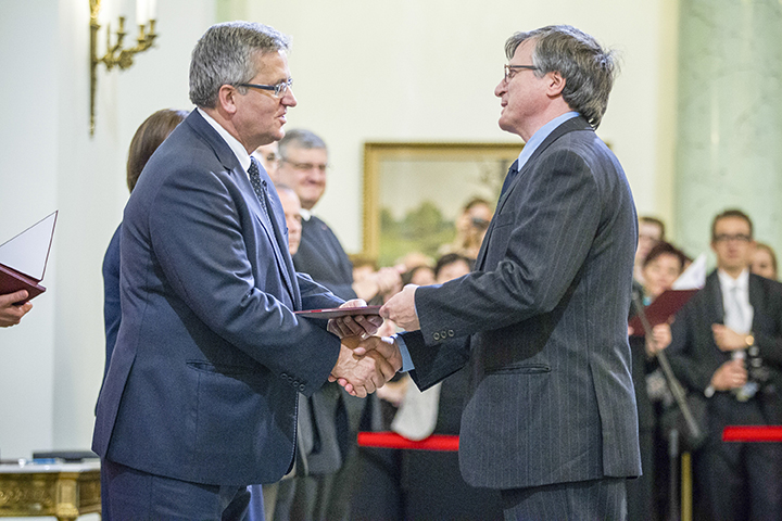Wysocki (right) received the award from the Polish president during an Oct. 31 ceremony in Warsaw.
