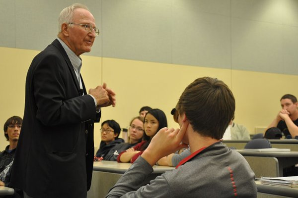 Daktronics founder Al Kurtenbach, who received a master's degree in electrical engineering from UNL, speaks to students in the ELEC 121 class during Masters Week in early November.