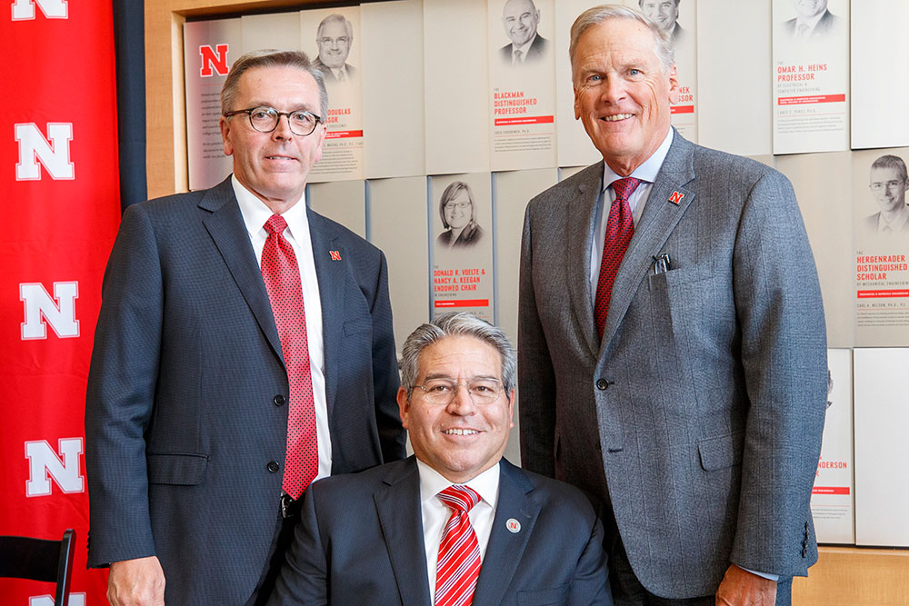 Bruce Grewcock (right), chairman and chief executive officer of Peter Kiewit Sons', Inc., joined University of Nebraska-Lincoln Chancellor Ronnie Green (left) and College of Engineering Dean Lance C. Pérez to announce Kiewit's $20 million gift. (Craig Chandler/University Communication)