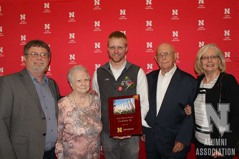 Lee Redden (center), a mechanical engineering alumnus, received an Early Achiever Award at the May 3 Alumni Honors Night at Nebraska Innovation Campus. (Nebraska Alumni Association photo)