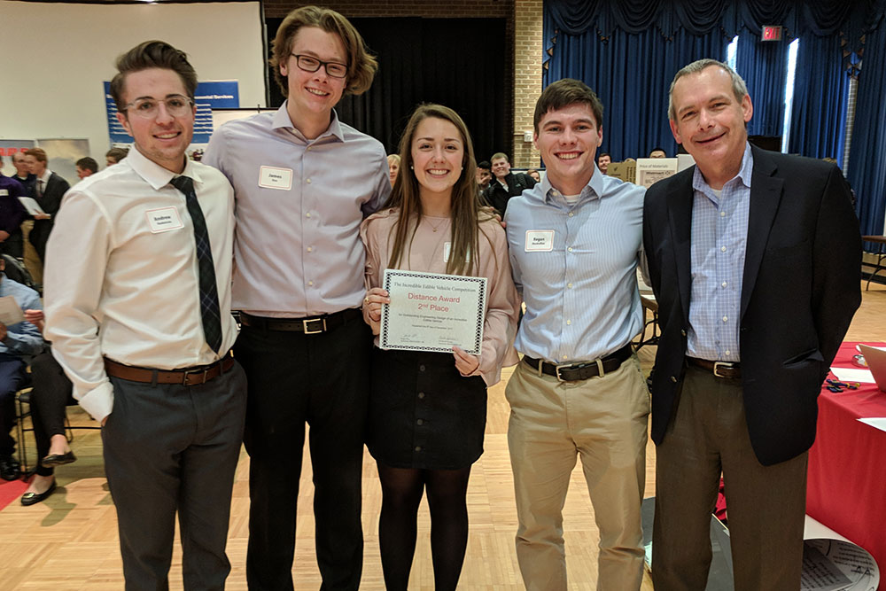 "David Jones (right), chair of biological systems engineering, presents the distance second place award to ""Veggie Victors"" (team members James Eno, Abigail Smith, Regan Monhollon and Andrew Hedstrom)."