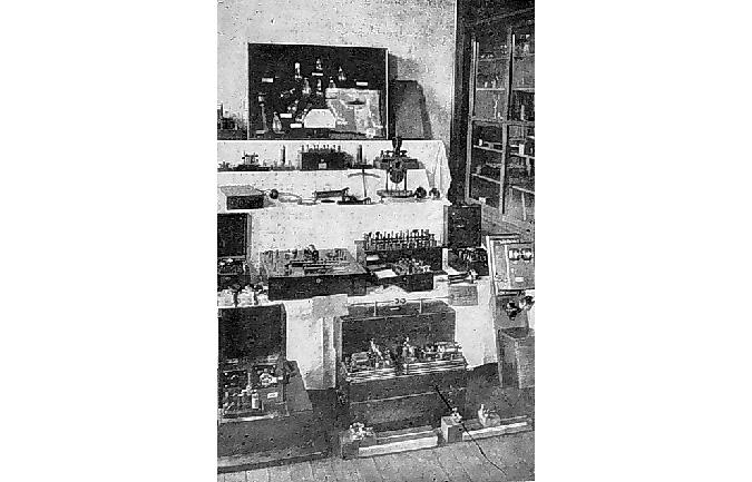 Lab equipment from around 1904