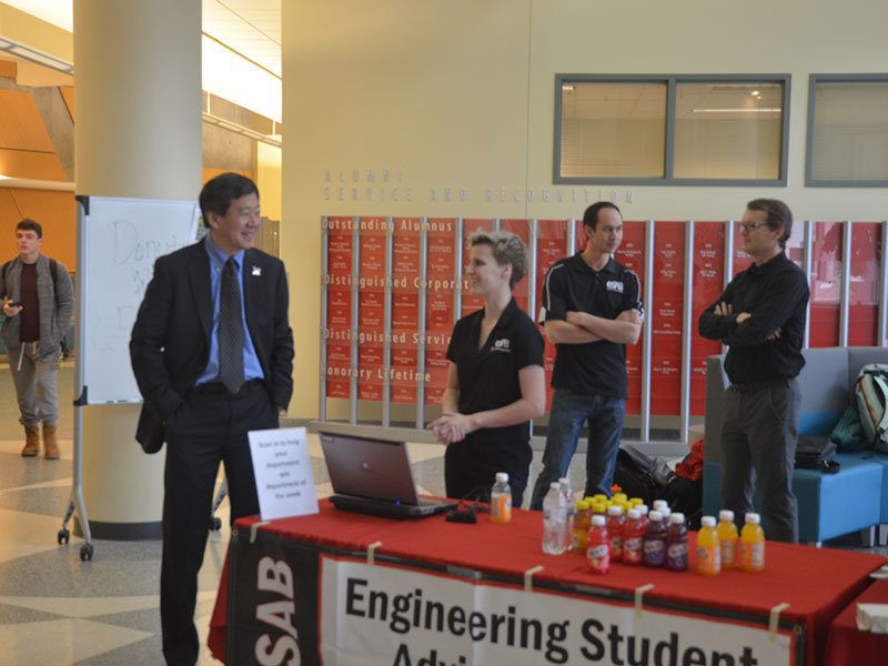 "Engineering students enjoy ""Donuts with the Dean"""
