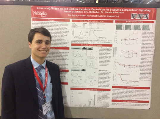 Joey presents his research at the BMES national conference in Philadelphia (October 2019)