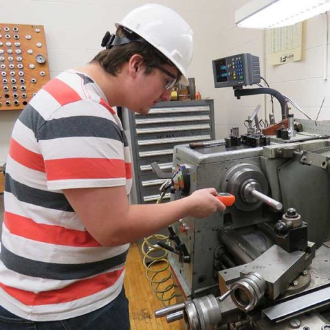 A team of engineering students will perform on-site assessments aimed at helping manufacturers learn to use energy more efficiently. The assessments will also give the students training in energy management and manufacturing processes.